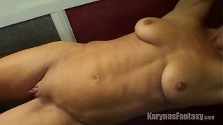 Ласкает на постели лобызает и занимается сексом с работником
